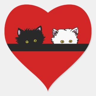 Gatitos de la mirada furtiva pegatina de corazon personalizadas