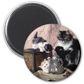gatitos de los gatos que juegan la pintura antigua imán redondo 5 cm