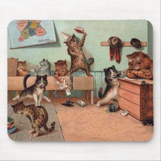 Gatitos de Louis Wain en la escuela Mousepad
