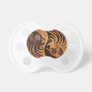 Gatitos de piedra de Brown Yin Yang Chupete De Bebe