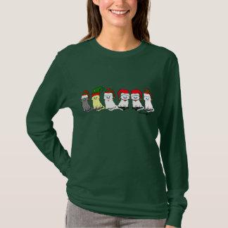 Gatitos del navidad en una camiseta de las mujeres