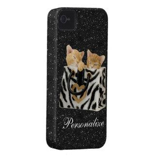 Gatitos en caso del iPhone 4 del brillo del negro iPhone 4 Case-Mate Cárcasa