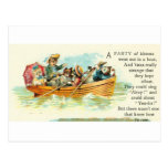 Gatitos en un barco de fila tarjeta postal