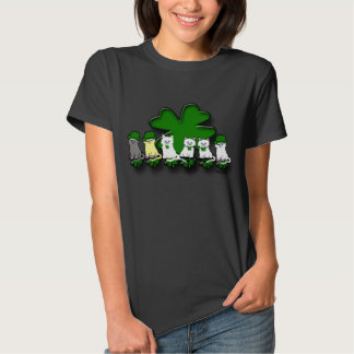 Gatitos irlandeses en una camiseta de las mujeres playera