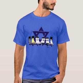 Gatitos kosher en una camiseta básica de la fila