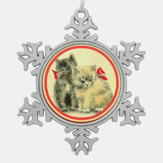 Gatitos lindos del navidad blancos y negros adorno de peltre en forma de copo de nieve