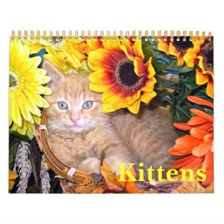 Gatitos lindos en las flores, calendario 2013 del