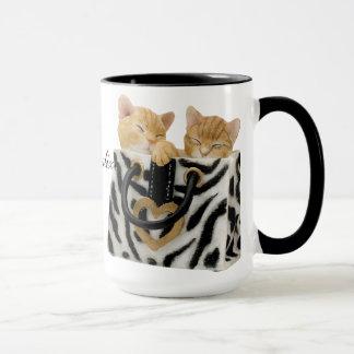 Gatitos lindos en taza del bolso del estampado de