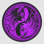 Gatitos púrpuras y negros de Yin Yang Pegatina Redonda