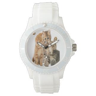 Gatitos que juegan las camisetas relojes