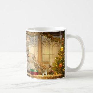 Gatitos y ratón del navidad taza