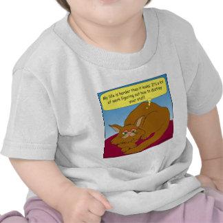 gato 674 que soña con la destrucción de su dibujo camisetas