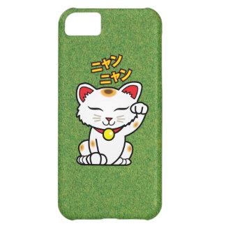 Gato afortunado japonés Maneki Neko en hierba Carcasa iPhone 5C