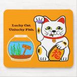 Gato afortunado. Pescados desafortunados Alfombrillas De Raton