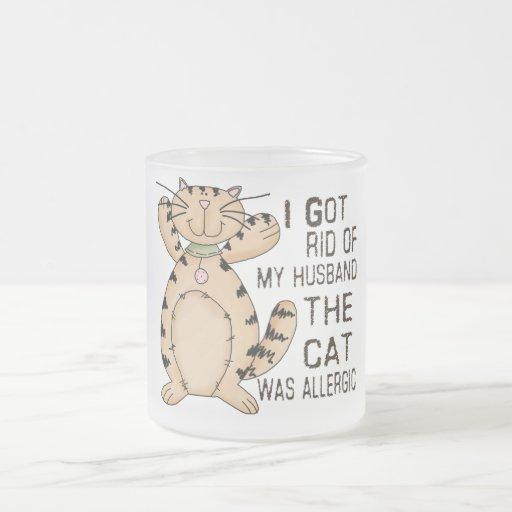 Gato alérgico taza de café esmerilada