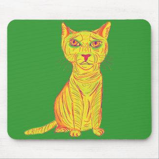 Gato amarillo gruñón y confuso, estilo ingenuo tapete de ratón