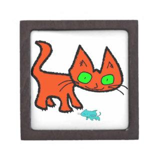 Gato anaranjado del gatito que juega con un juguet caja de recuerdo de calidad