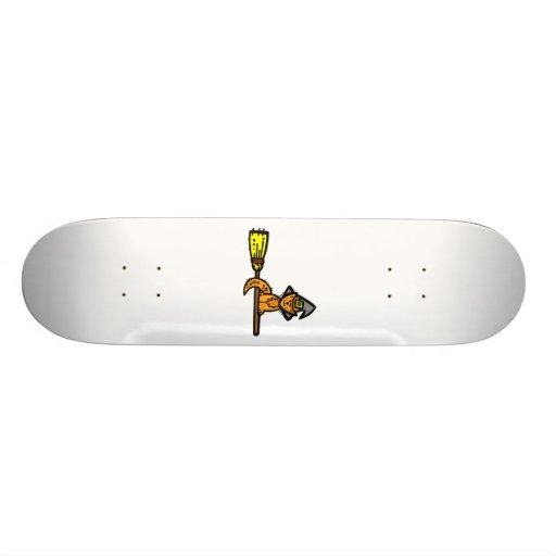 Gato anaranjado en una escoba tabla de patinar