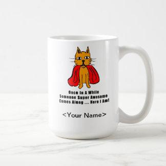 Gato anaranjado impresionante estupendo con el cab taza de café