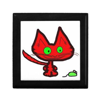 Gato anaranjado lindo del gatito y su juguete del  caja de joyas