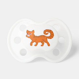 Gato anaranjado que camina chupetes