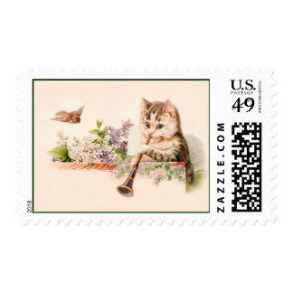 Gato antropomorfo que juega el cuerno - arte del sellos postales