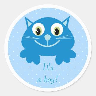 Gato azul lindo del dibujo animado su un nuevo pegatinas redondas