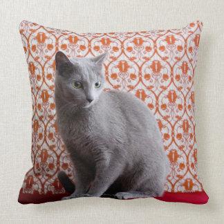 Gato (azul ruso) y fondo del papel pintado cojín decorativo