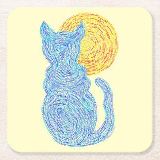 Gato azul y la diversión felina del gatito del posavasos de cartón cuadrado
