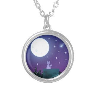 Gato bajo claro de luna colgante