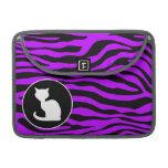 Gato blanco en rayas púrpuras eléctricas de la ceb fundas para macbooks
