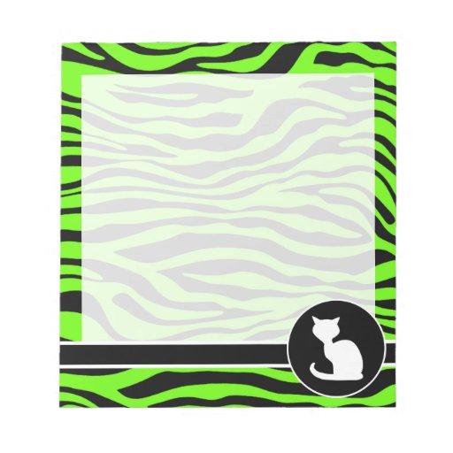 Gato blanco en rayas verdes de neón brillantes de  libretas para notas