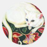 Gato blanco en un amortiguador pegatina redonda