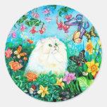 Gato blanco mullido en el jardín etiquetas redondas