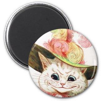 Gato blanco sonriente con el gorra imán redondo 5 cm