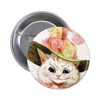 Gato blanco sonriente con el gorra pin redondo de 2 pulgadas