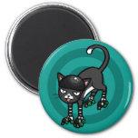 Gato blanco y negro en Rollerskates Imanes De Nevera