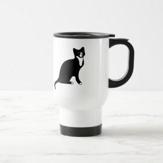 Gato blanco y negro lindo de la raqueta taza de viaje