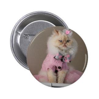 Gato bonito en suéter rosado pin redondo de 2 pulgadas