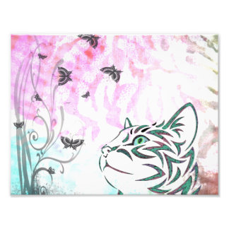 Gato coloreado, mariposas y remolinos florales fotografia