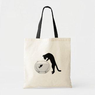 Gato con el bolso del cuenco de los pescados bolsas