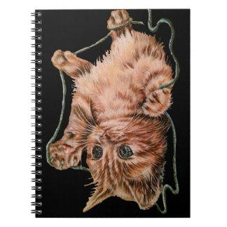 Gato con el dibujo del hilado del gatito del cuaderno