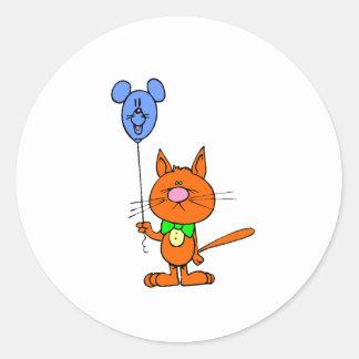 Gato con el globo del ratón pegatina redonda