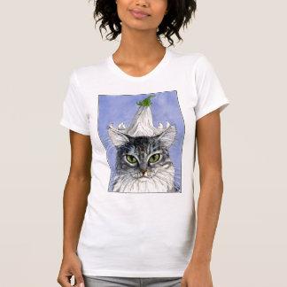 Gato con el gorra del lirio en la camiseta azul de