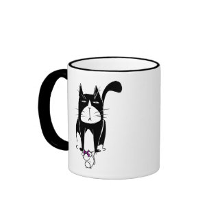 Gato con el presente del ratón taza a dos colores