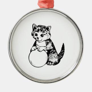 Gato con la bola del hilado ornato