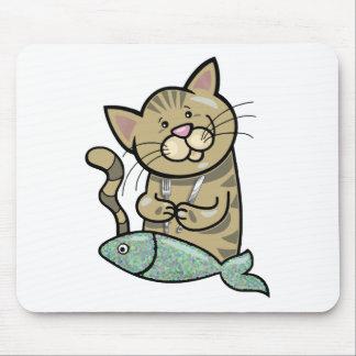 Gato con la cena de los mariscos tapete de ratón