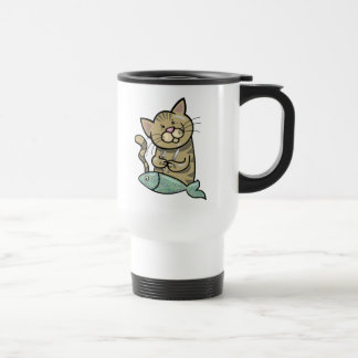 Gato con la cena de los mariscos taza de café