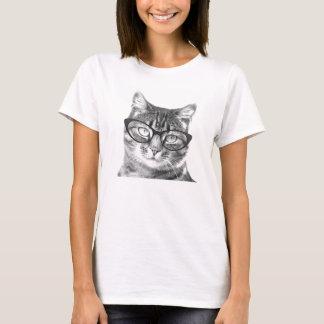 Gato con las camisetas de los vidrios para las