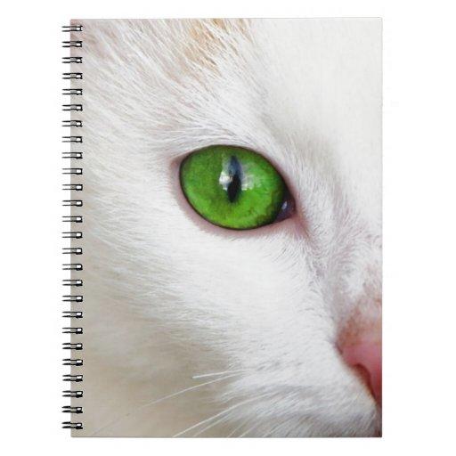 gato con los ojos verdes libreta
